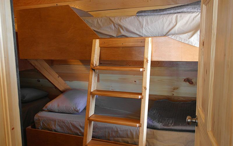 Chalets intérieur- lits superposés - Pourvoirie du Lac Croche Saint-Côme - Lanaudière